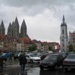Sicht auf Belfried und die Kirche Notre Dam
