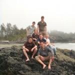 Gruppenfoto am verlassenen Strand am Fusse des Radar Hills