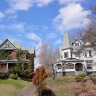 Schicke Häuser in der Nähe der Niagara Falls